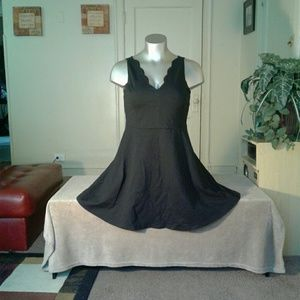 Lark and Ro Black Designed Collar Dress